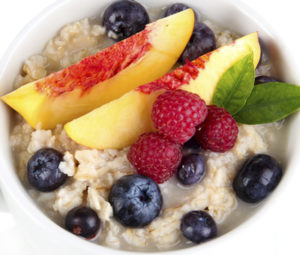 Quick weight loss foods - oatmeal with delicious fruits and berries